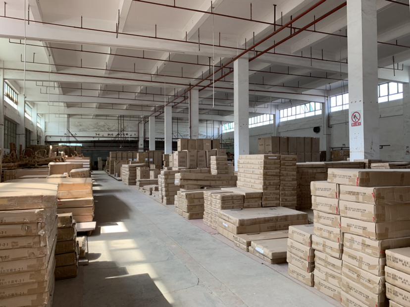 坪山大工业区新出楼上仓库4000平,带红本3吨货梯