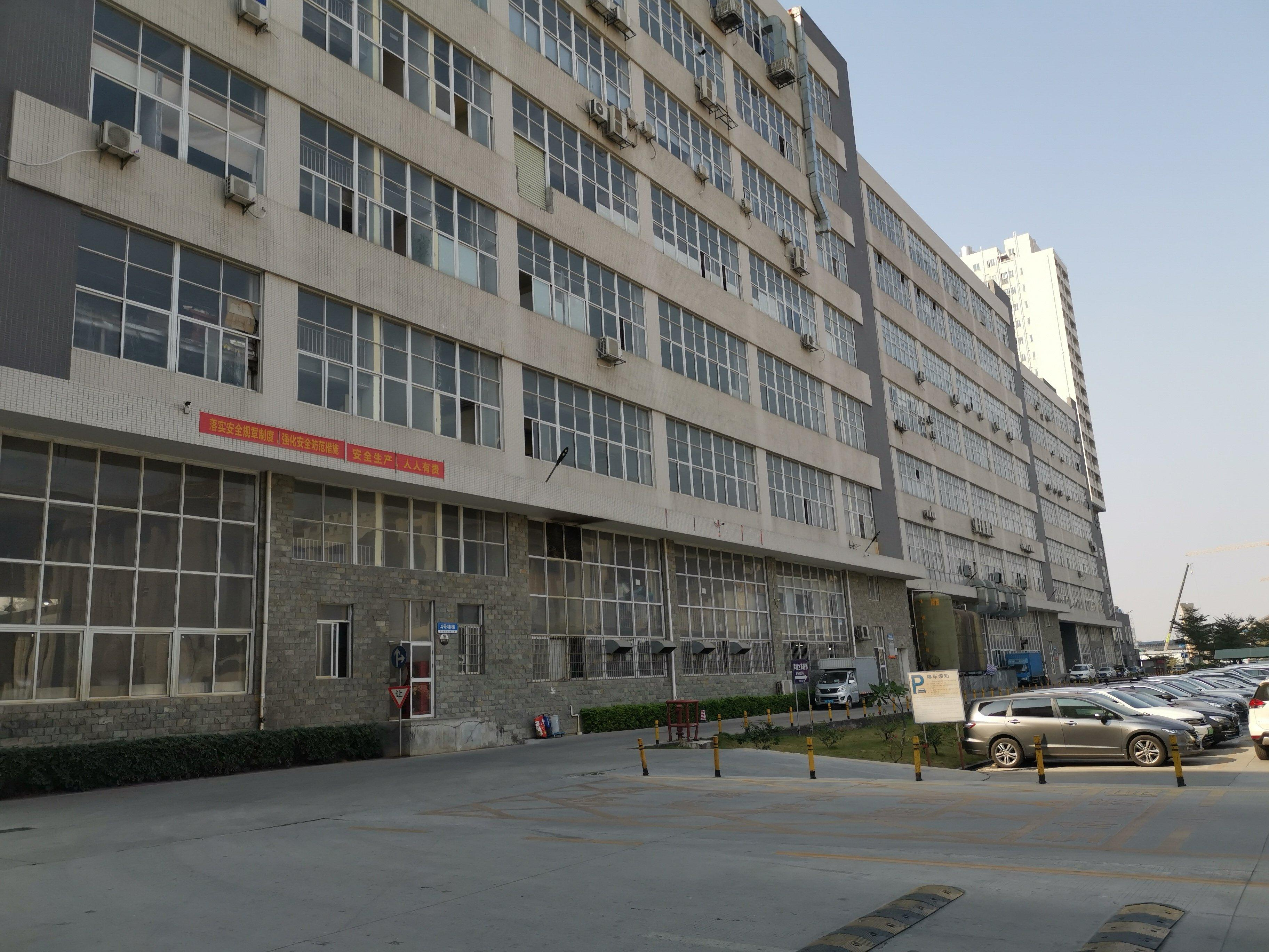 松岗107国道附近大型工业园楼上整层出租1000平方现成装修