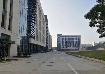 松岗大田洋新出楼上2200平方精装修厂房图片1
