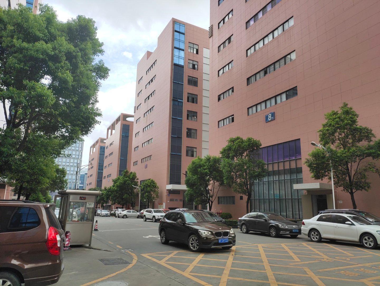 石岩塘头创维旁大型科技园楼上整层3199平方,可分租。