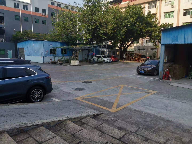 西乡九围村委附近新出一楼2200平红本厂房出租可分租