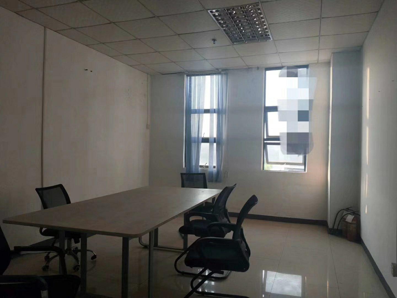 观澜新出楼上1300平米厂房,有前台和5间精装修办公室,仓库