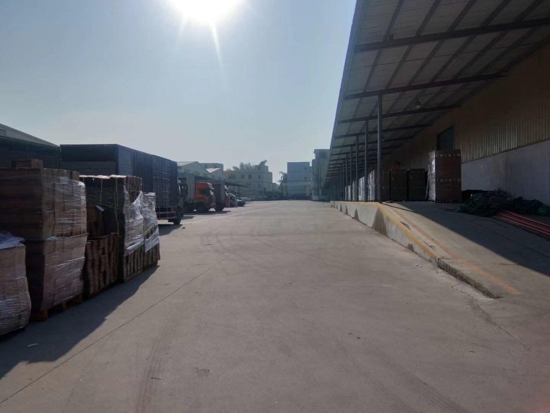 松岗能停60台拖头的仓库新出物流仓库14000平高9米有平台