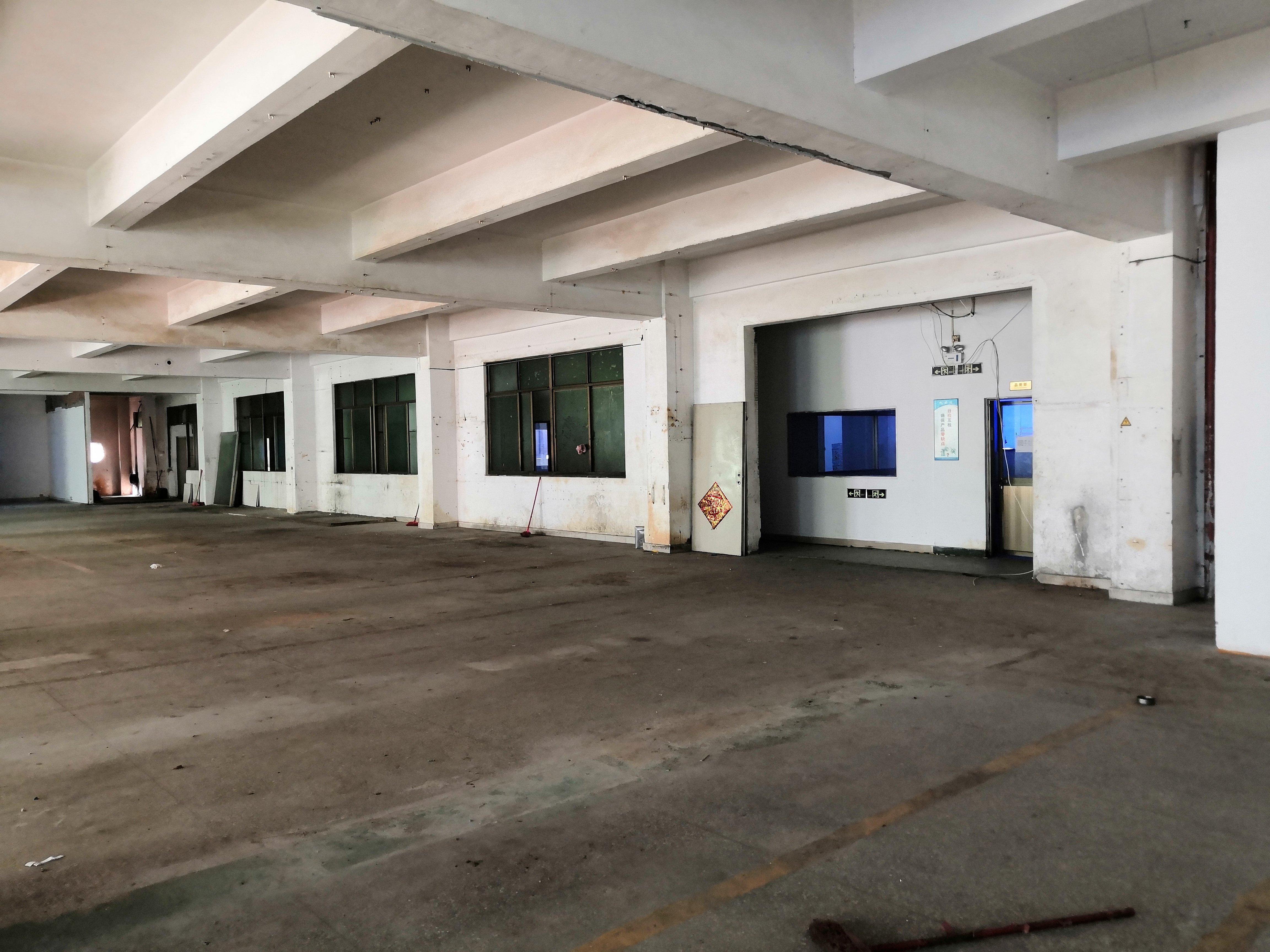 大浪同富邨工业区三楼1500平米厂房出租仓库招租,200分租