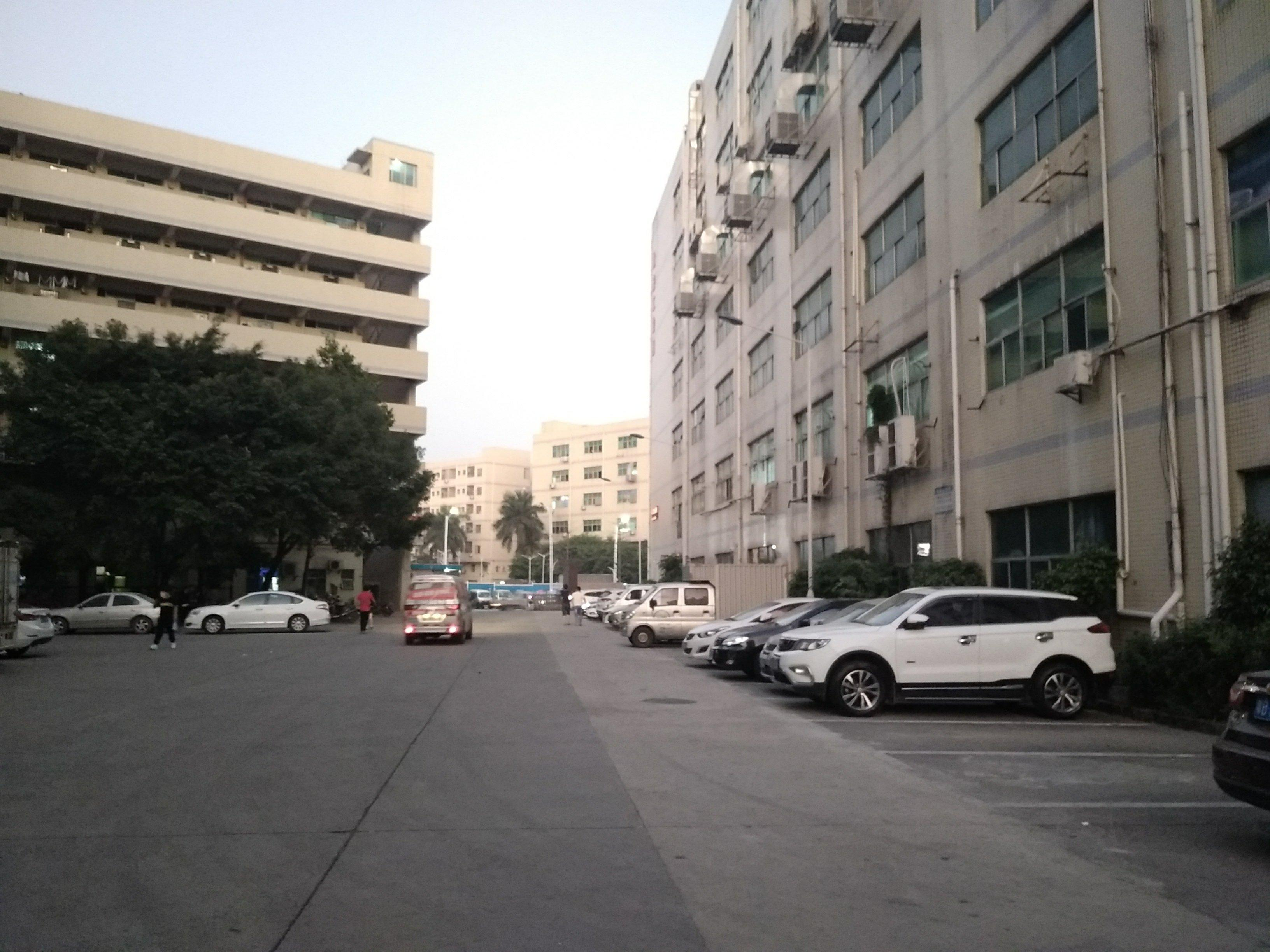 石岩新出厂房7500平米招租,有红本,证件齐全,