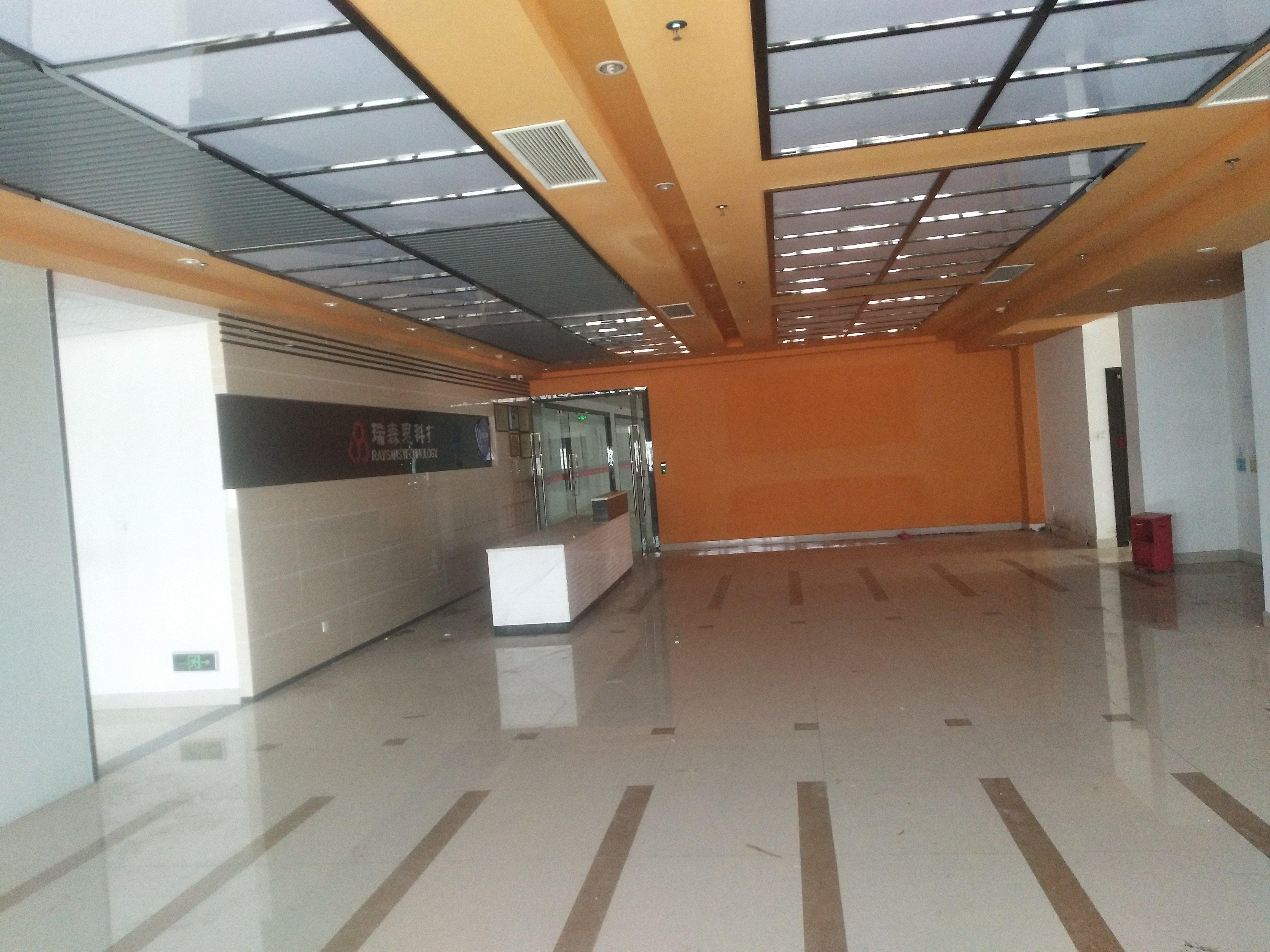 福永塘尾新出楼上700平方厂房出租,带装修,水电到位拎包入住