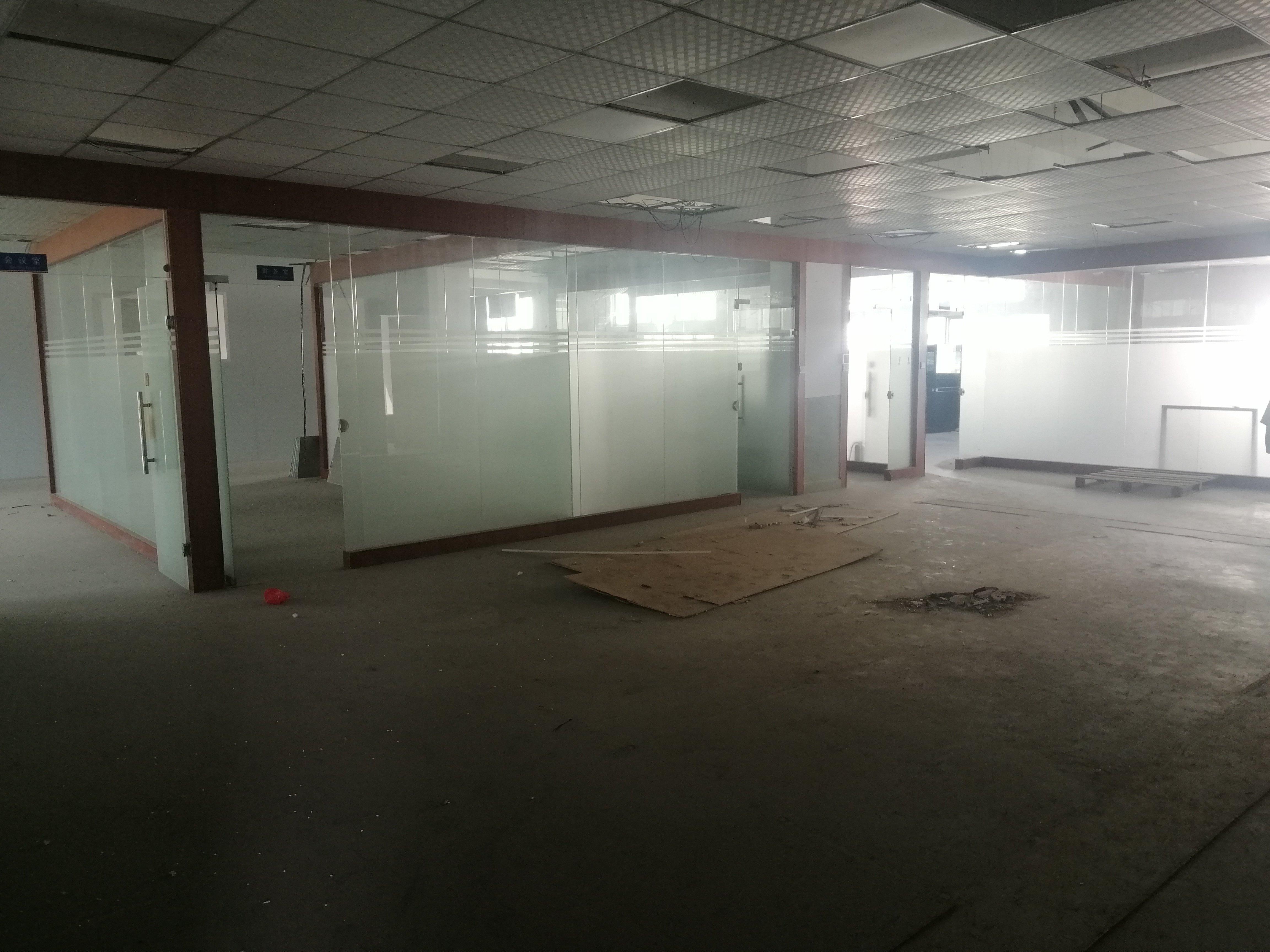 福永和平新出楼上带装修厂房出租2500平方无转让费