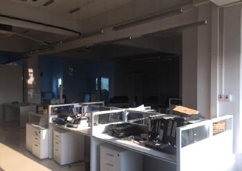现成装修办公室,水电齐全,两面采光,免费停车图片2