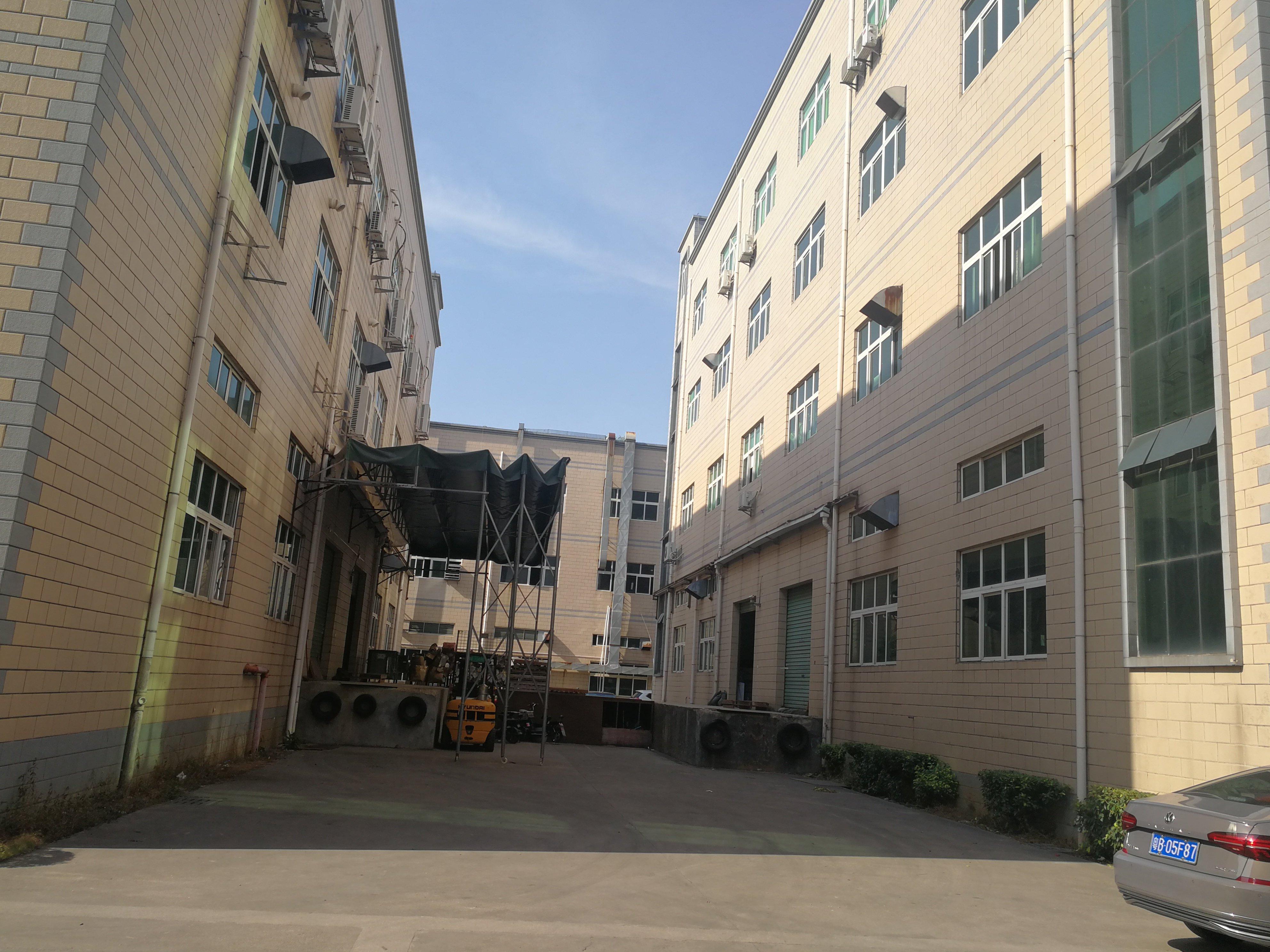 深圳龙岗高速旁10000平村委标准厂房出售