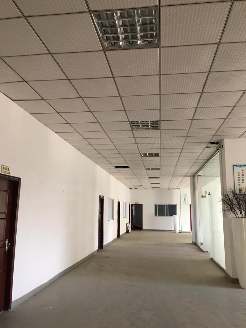 坪山坑梓楼上1000平米精装修红本厂房招租,可办环评