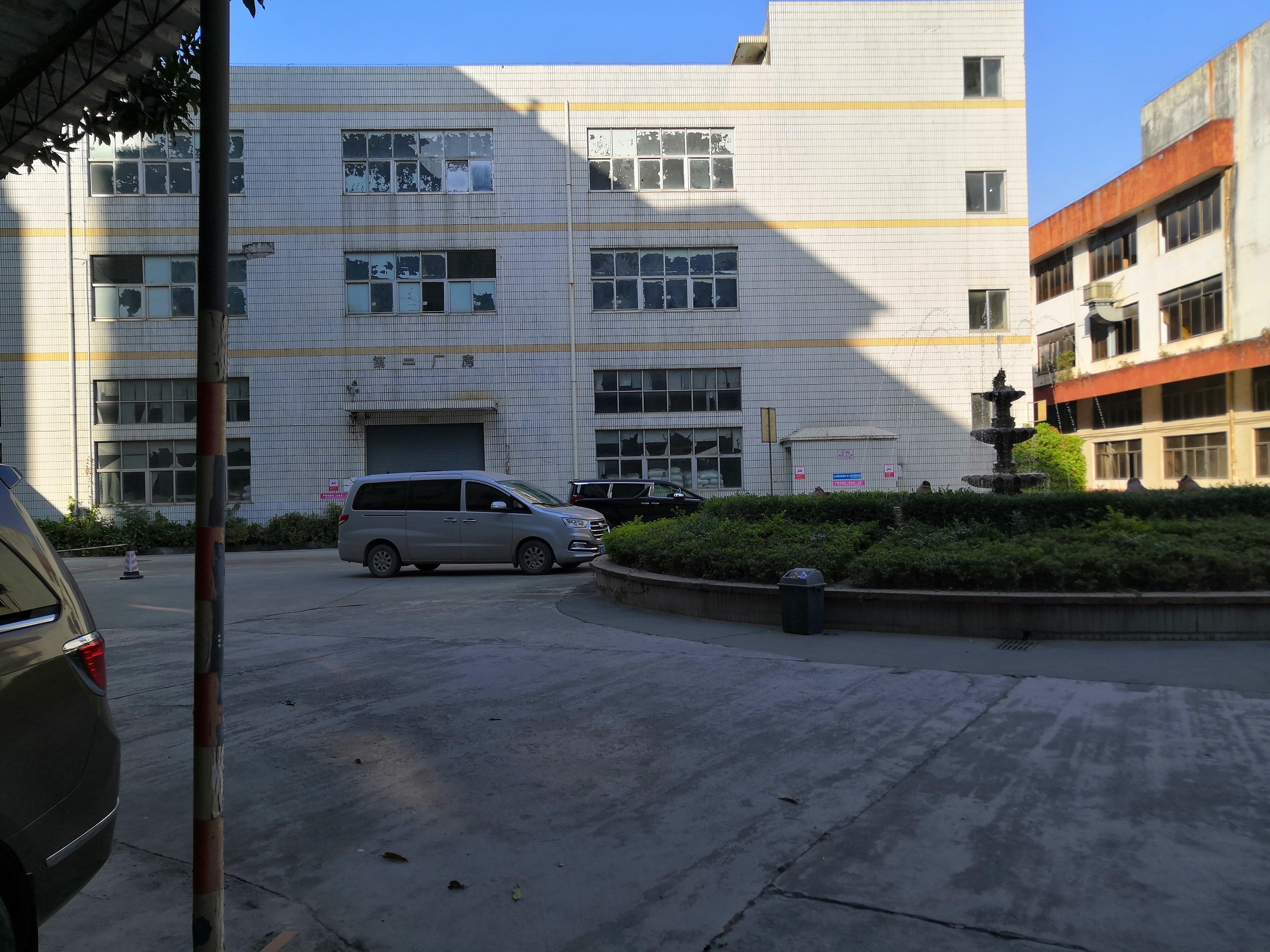 大浪独院红本工业园一楼2000仓库出租厂房出租转租2百平分租