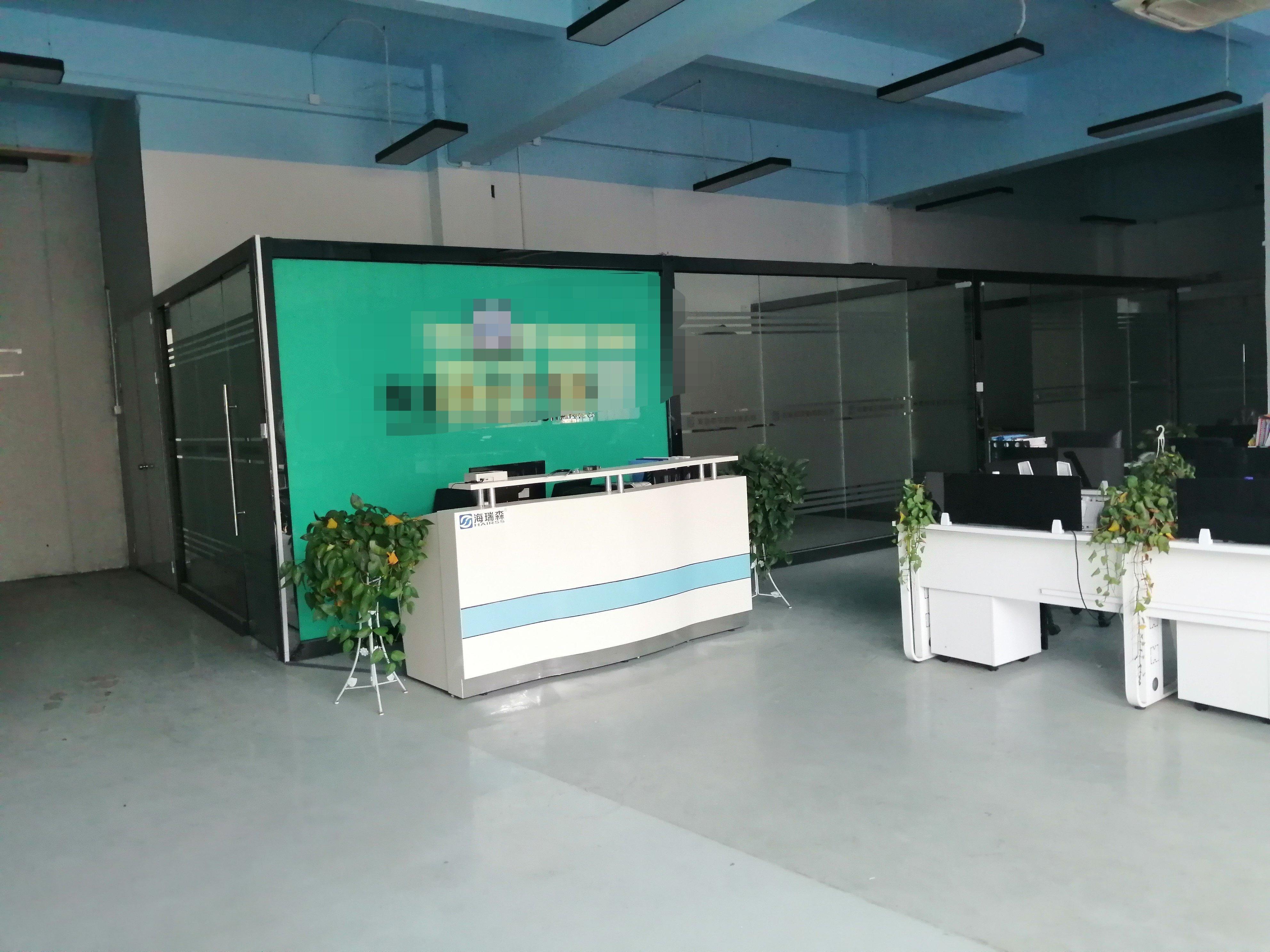 观澜章阁精装修厂房办公室跟车间仓库已隔好,2350平租21元