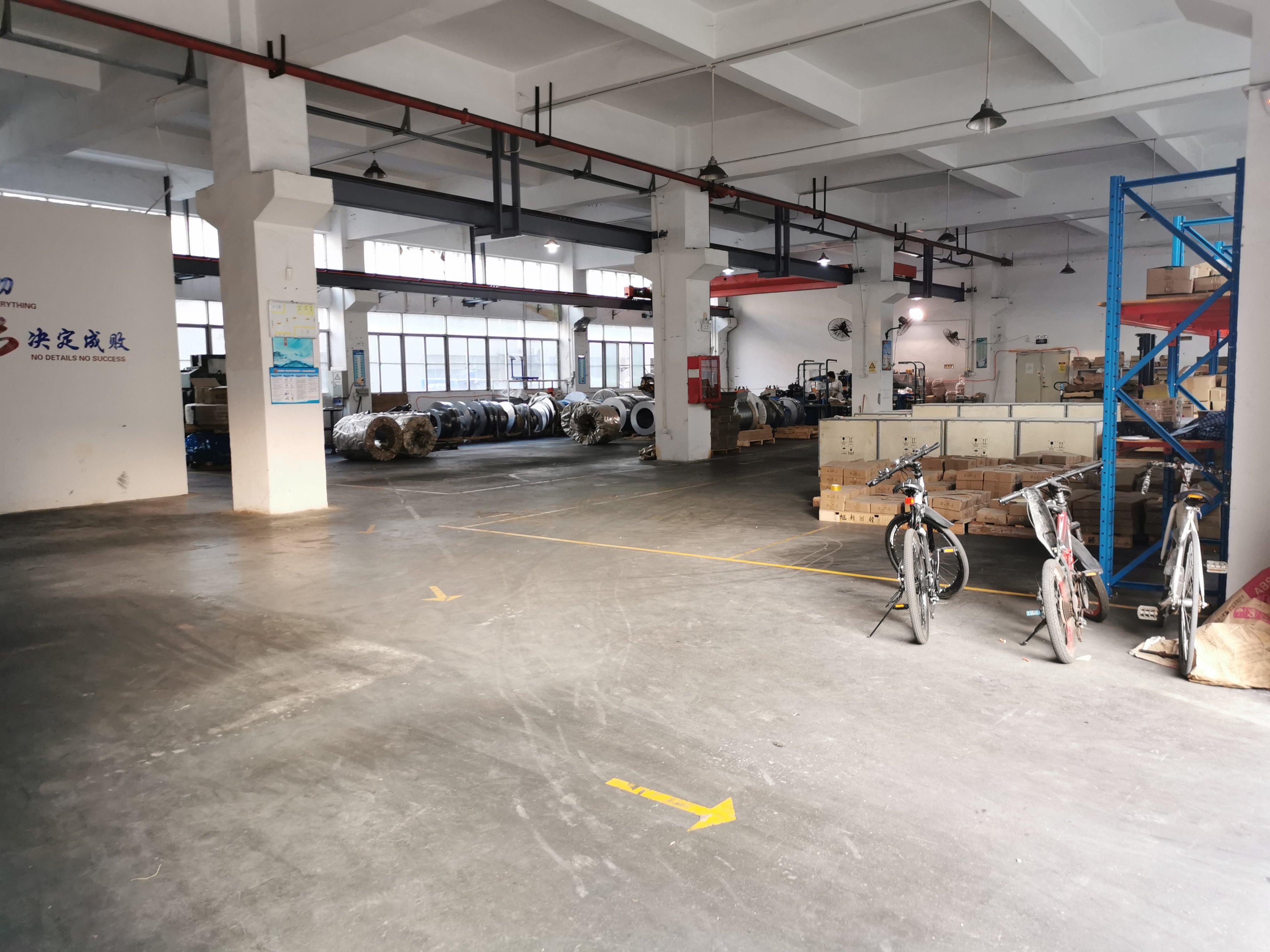 公明上村莲塘工业区一楼1100平方,高度6米带牛腿