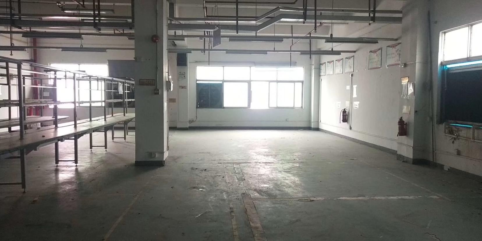 西乡固戍航城大道边上新出楼上470平厂房适合做生产小加工仓库