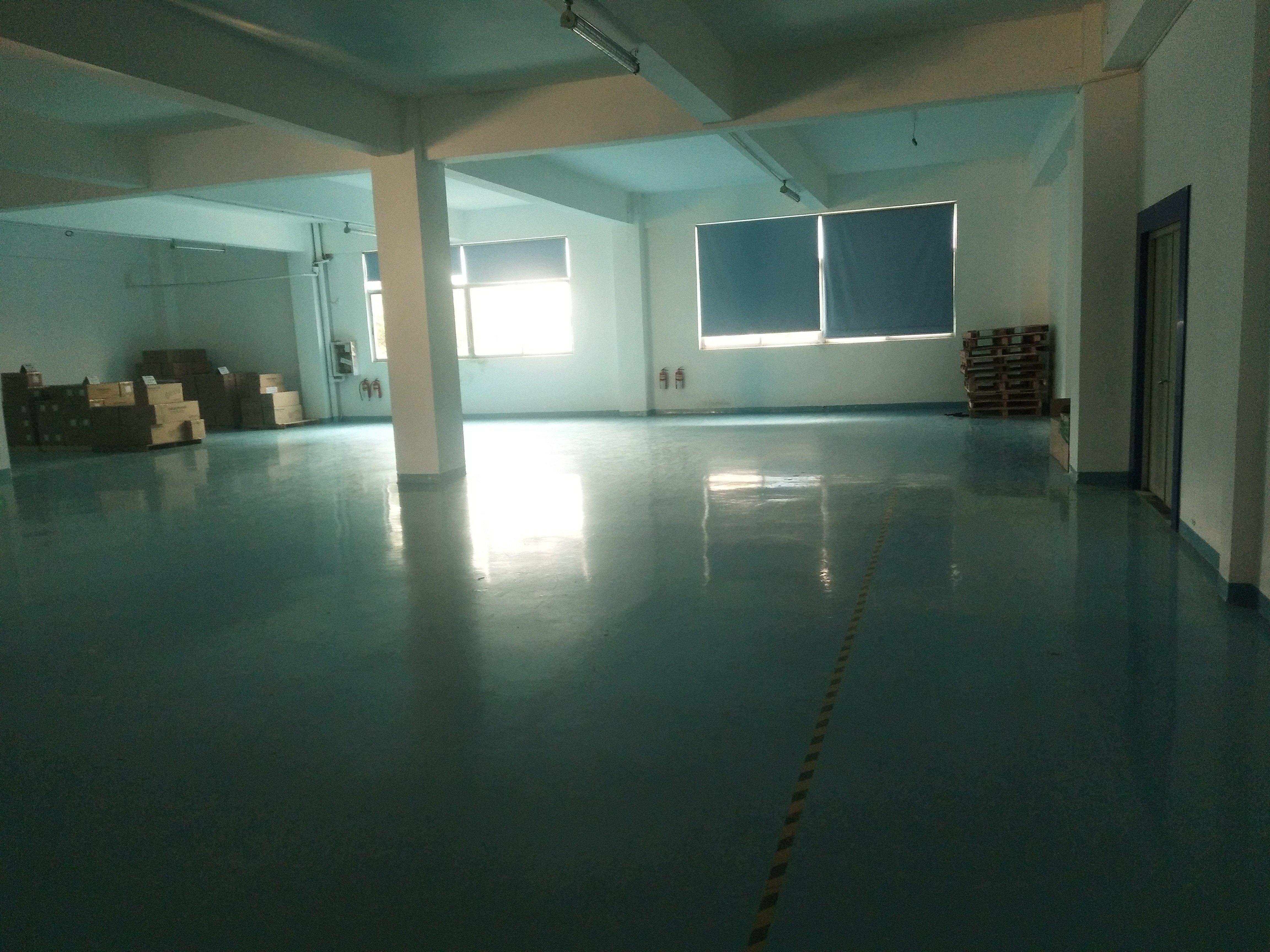 福永地铁口附近新出楼上800平方厂房招租,原房东,带精装修。