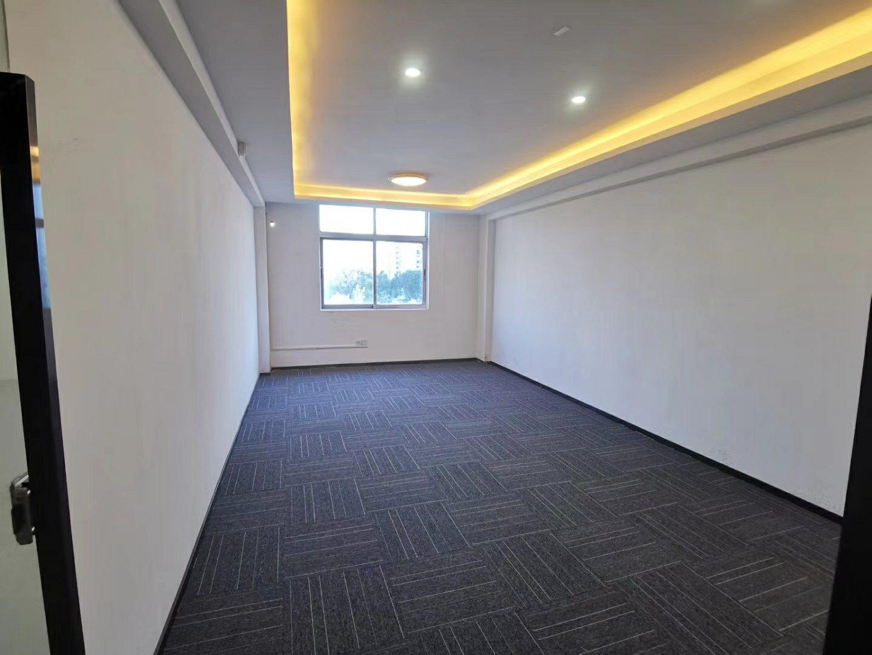 龙华清湖龙华汽车站附近办公家私齐全办公室60平起