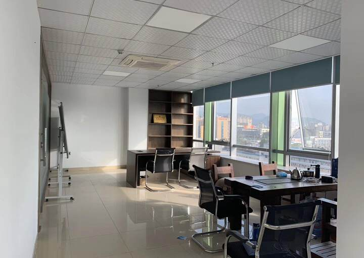 福永地铁口边楼上精装写字楼780平方出租图片2