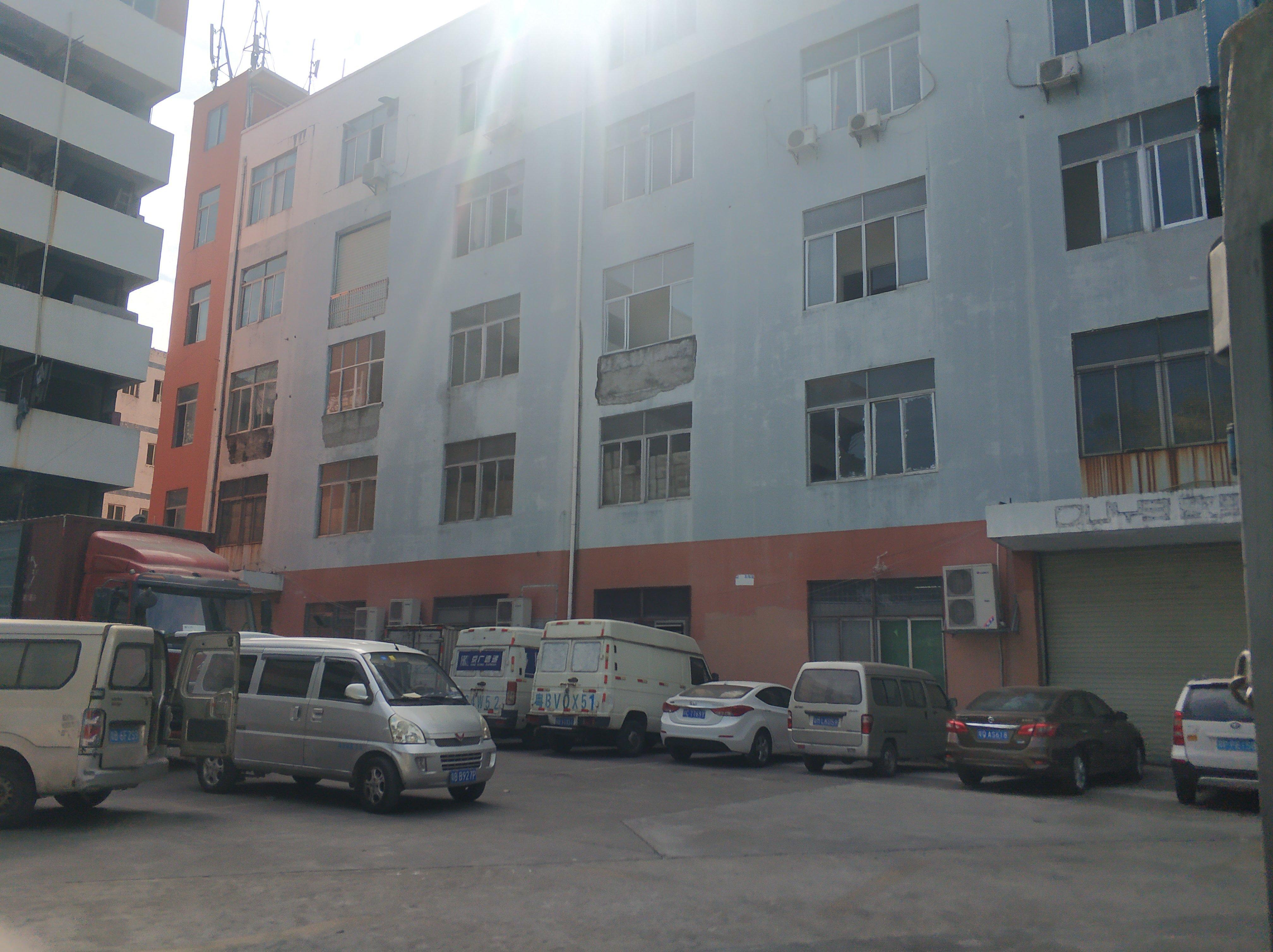 横岗四联原房东二楼厂房1200平有电梯价格23可谈。