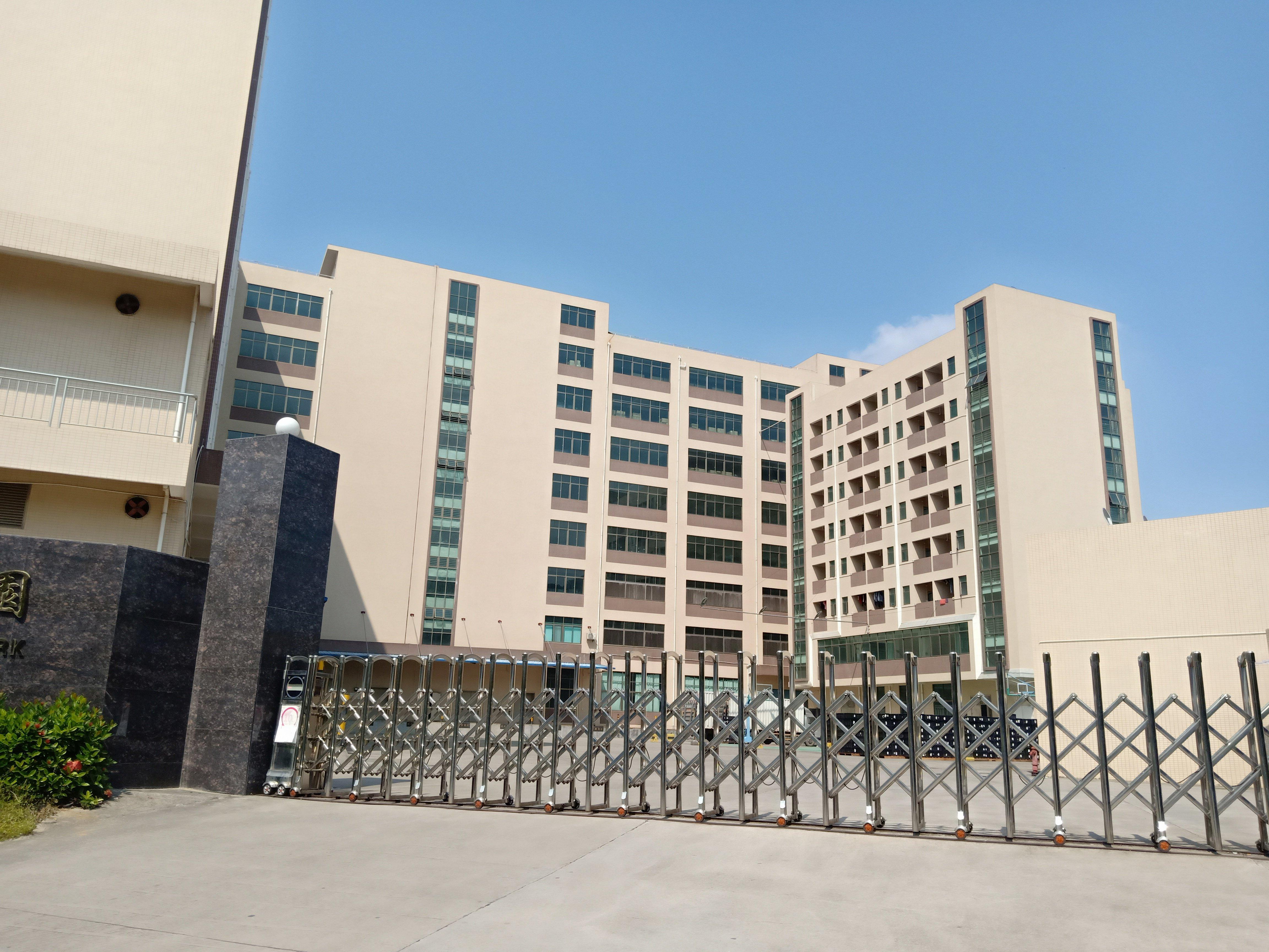 平湖华南城地铁口附近新出三楼厂房2550平方急租,合同期6年