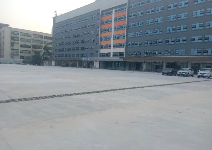 龙华大浪华荣路边上大型园有商铺出租。图片1
