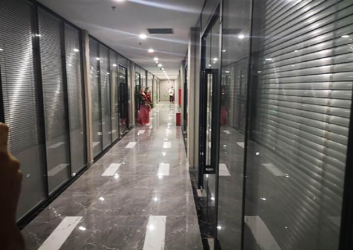 龙华布龙路旁,全新办公场所招租,大小可分租图片1