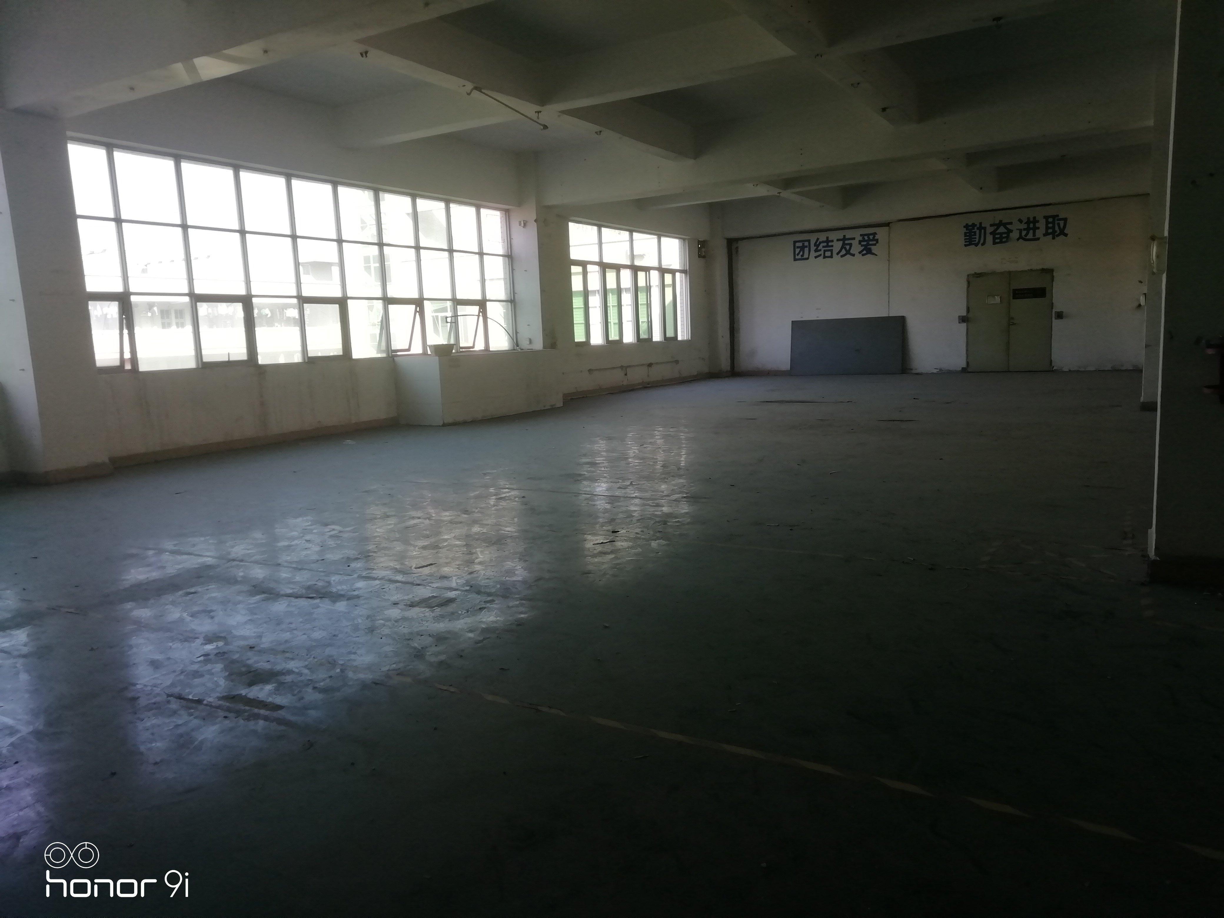 大浪商业中心带卸货平台楼上1000平价23仓库