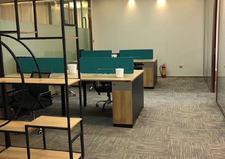 免佣出租横岗地铁口195平豪华装修带隔间办公室图片4