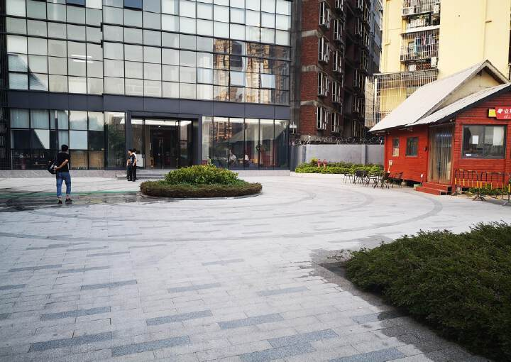 龙华布龙路旁,全新办公场所招租,大小可分租图片2