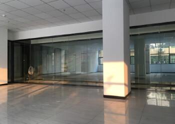 松岗地铁口新出楼上50平方起分租。内部方正,水电交全停车方便图片4