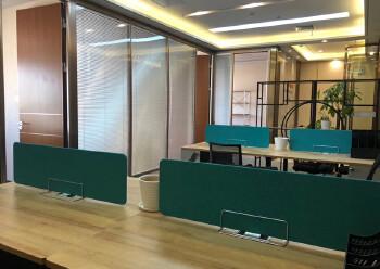 免佣出租横岗地铁口195平豪华装修带隔间办公室图片5
