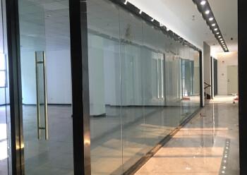松岗地铁口新出楼上50平方起分租。内部方正,水电交全停车方便图片5