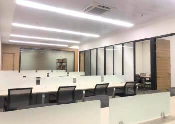 龙华清湖地铁口全套家私办公室带隔间拎包办公图片1