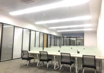龙华清湖地铁口全套家私办公室带隔间拎包办公图片3
