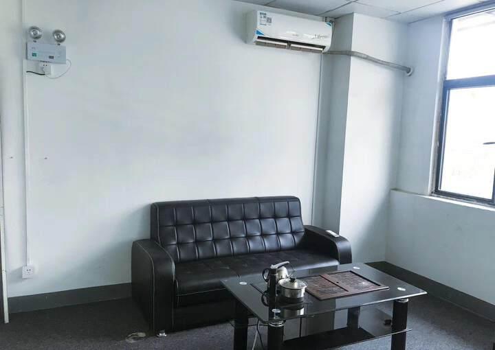 坂田地铁口新100平带家具空调办公室出租图片2