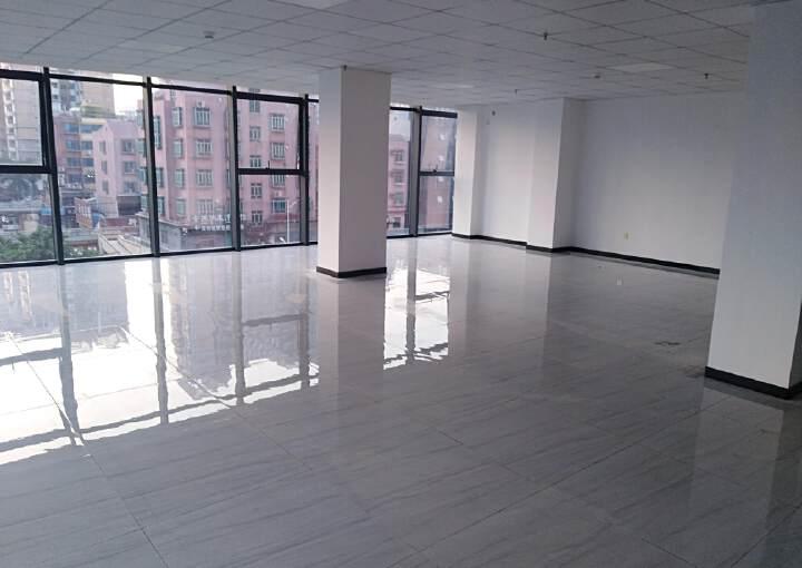 松岗写字楼豪华装修,甲级玻璃幕墙,装修大气140平方招租。图片1