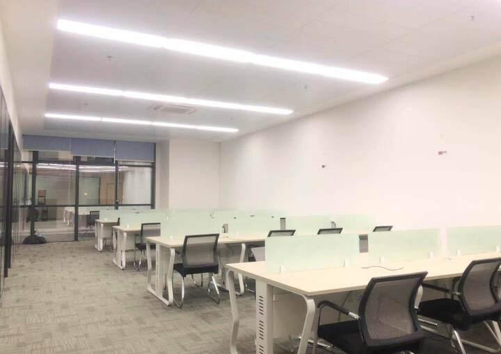 龙华清湖地铁口全套家私办公室带隔间拎包办公图片2