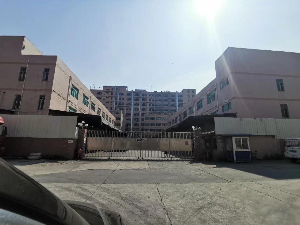 深圳平湖新出独门独院两栋1栋三层6500平米,2栋三层700