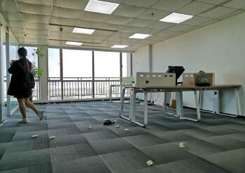 沙井地铁口中小户型办公室面积136平方米,落地窗,楼层高图片1