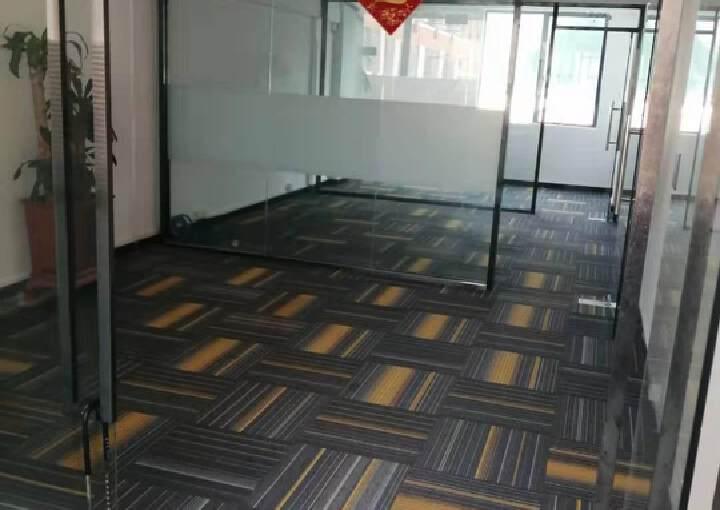 坂田地铁口新出75平精装电商办公室图片2