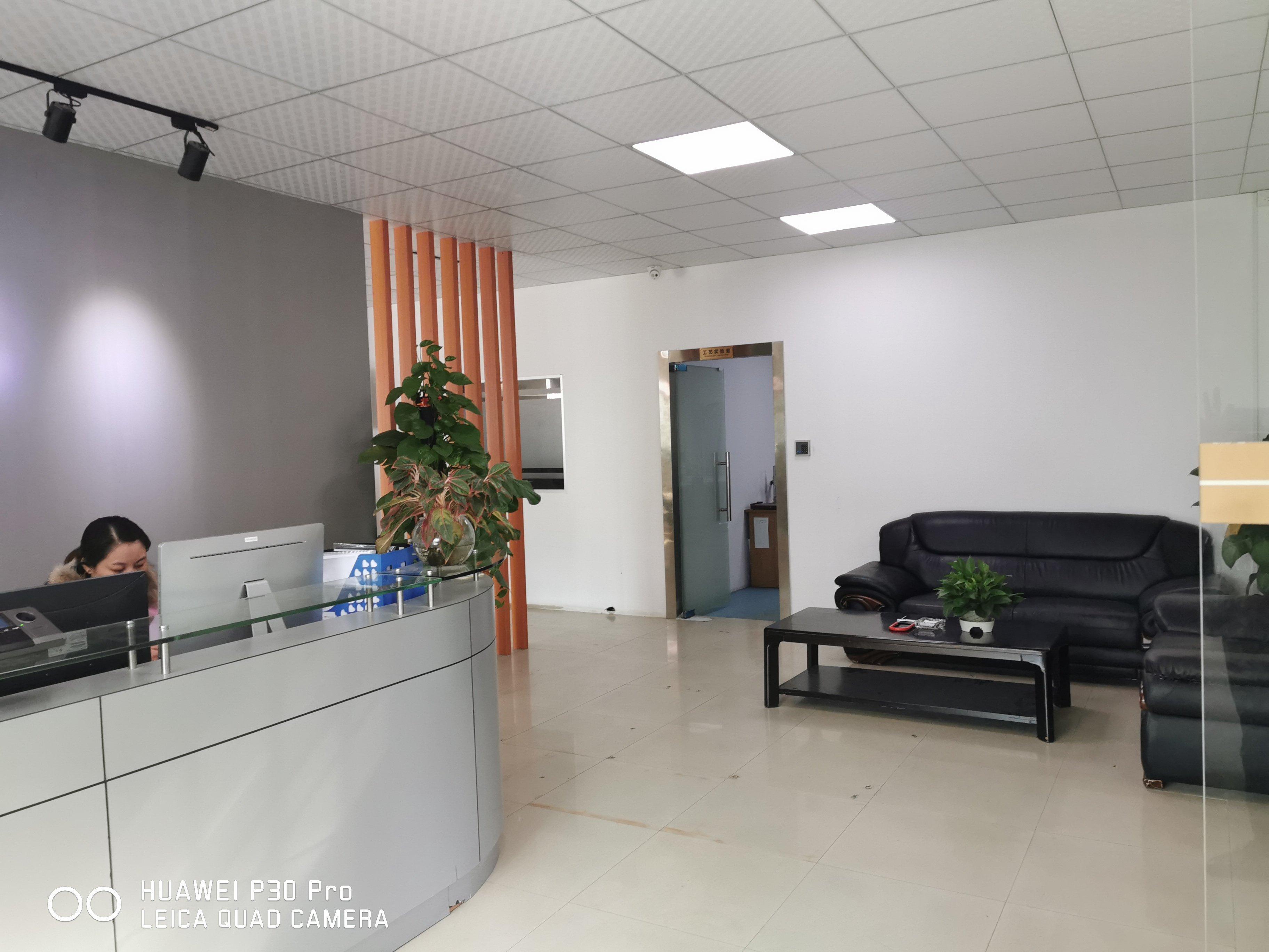 龙华大浪商业中心附近标准厂房楼上750平精装修办公室车间