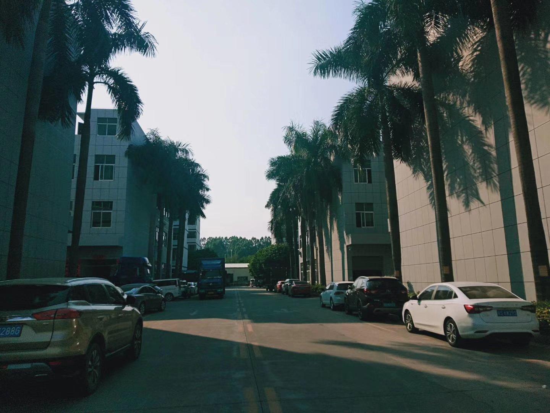 公明厂房6600平,一楼高5.5米,每层2200,可整可分租