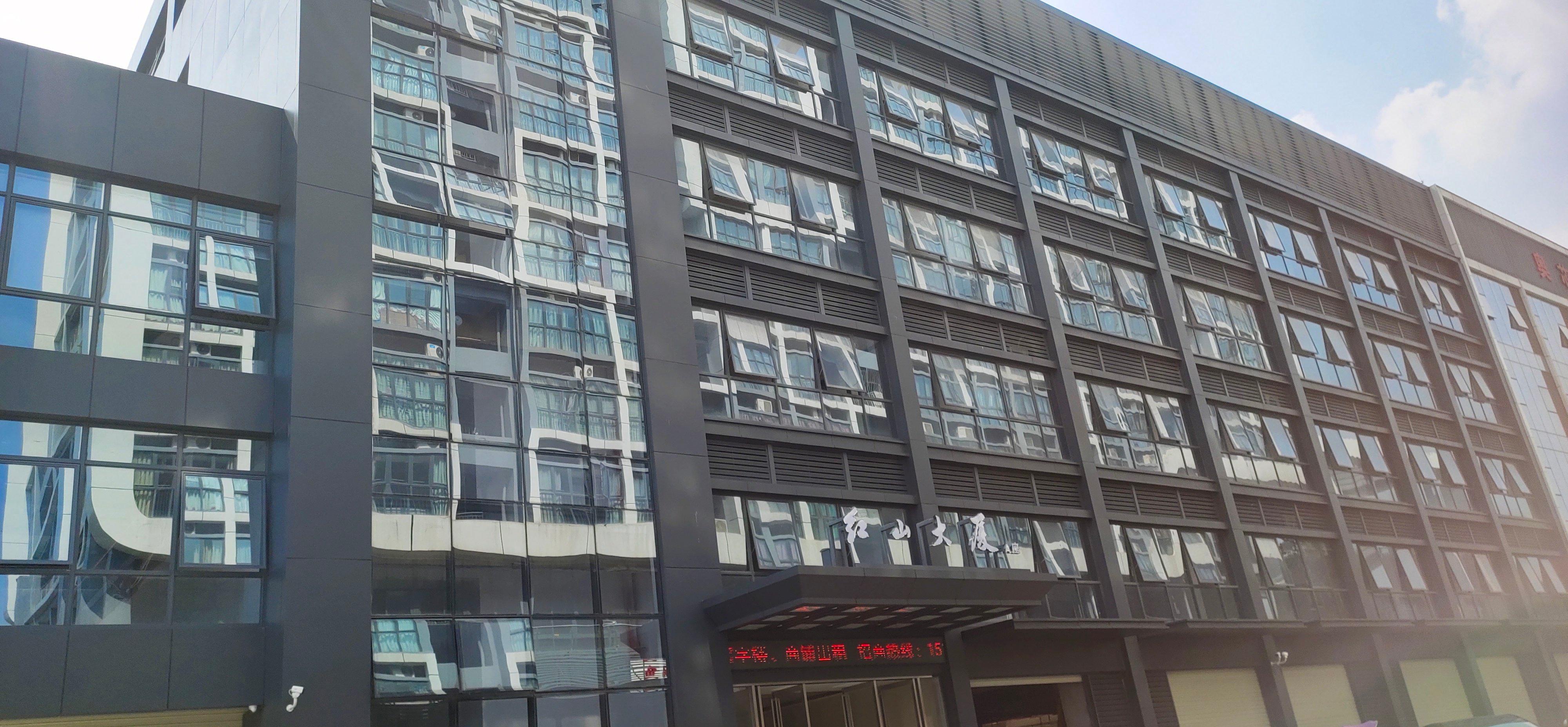 西乡主干道边生产办公一体化200平精装修原房东直租