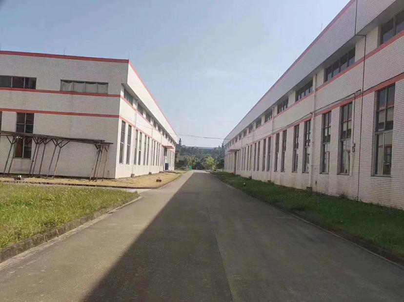 高速路口1公里,红本厂房出售,楼高度6.5米。