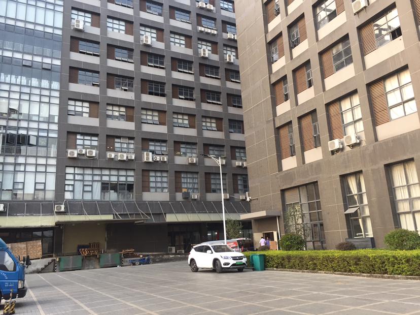 海吉星附近一楼仓库约2000平方招租,高6.8米,带卸货平台