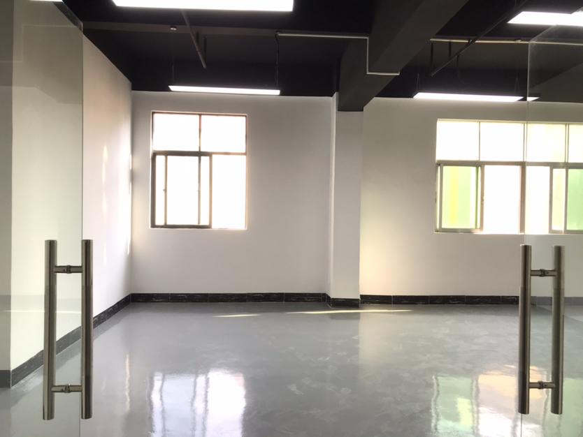 西乡固戍精装厂房90平米,靠马路有大货梯,适合仓库办公