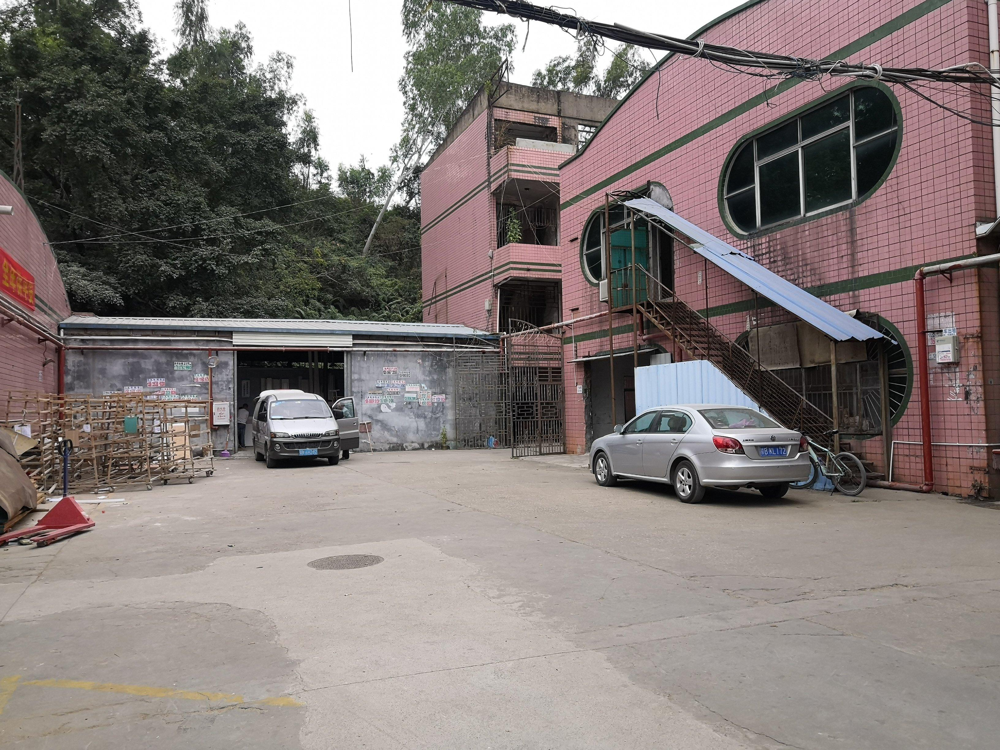 观澜新田观平路边厂房一楼220平方,可做仓库,小加工,空地大