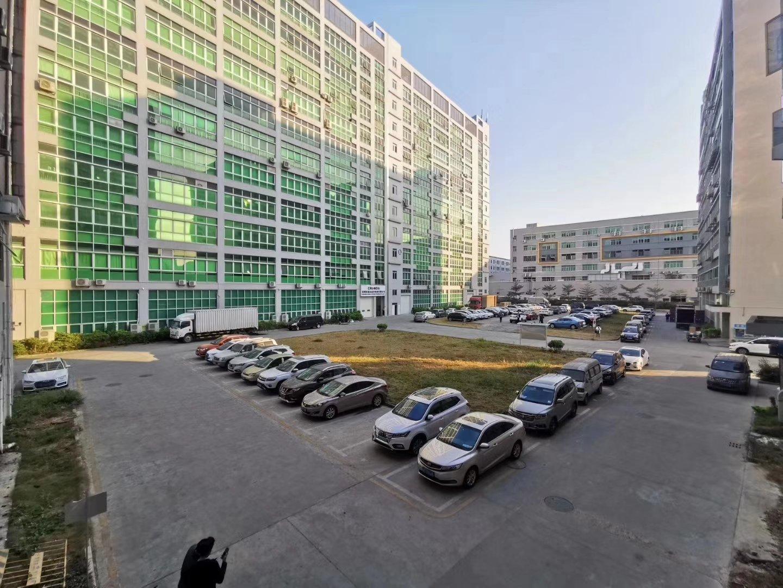 龙华新出楼上原房东3000平方,22块钱,可分1500平出租