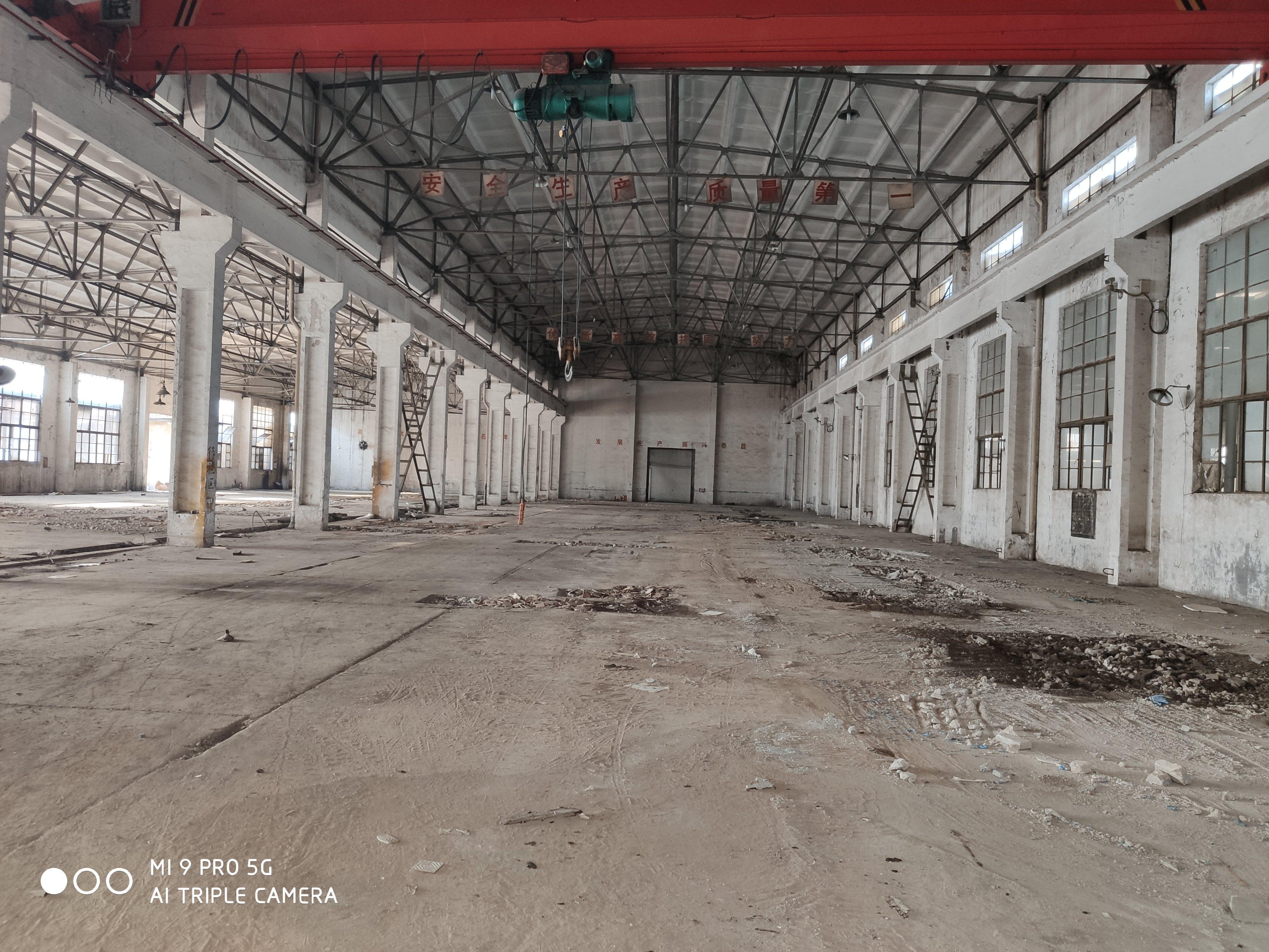 盘龙城钢构一楼3800平米可分租,高9米,羽毛球,蓝球均可