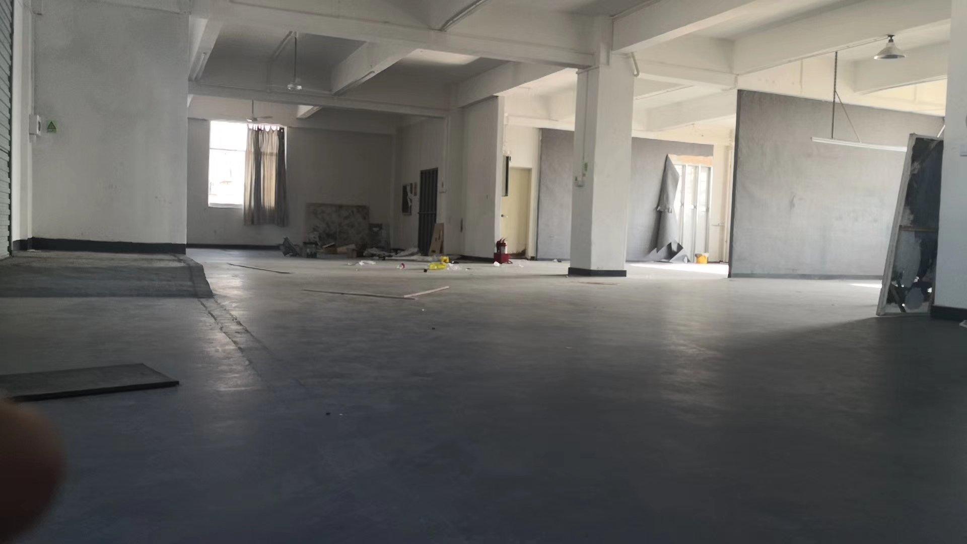 坪地楼上700平方厂房出租带装修地坪漆