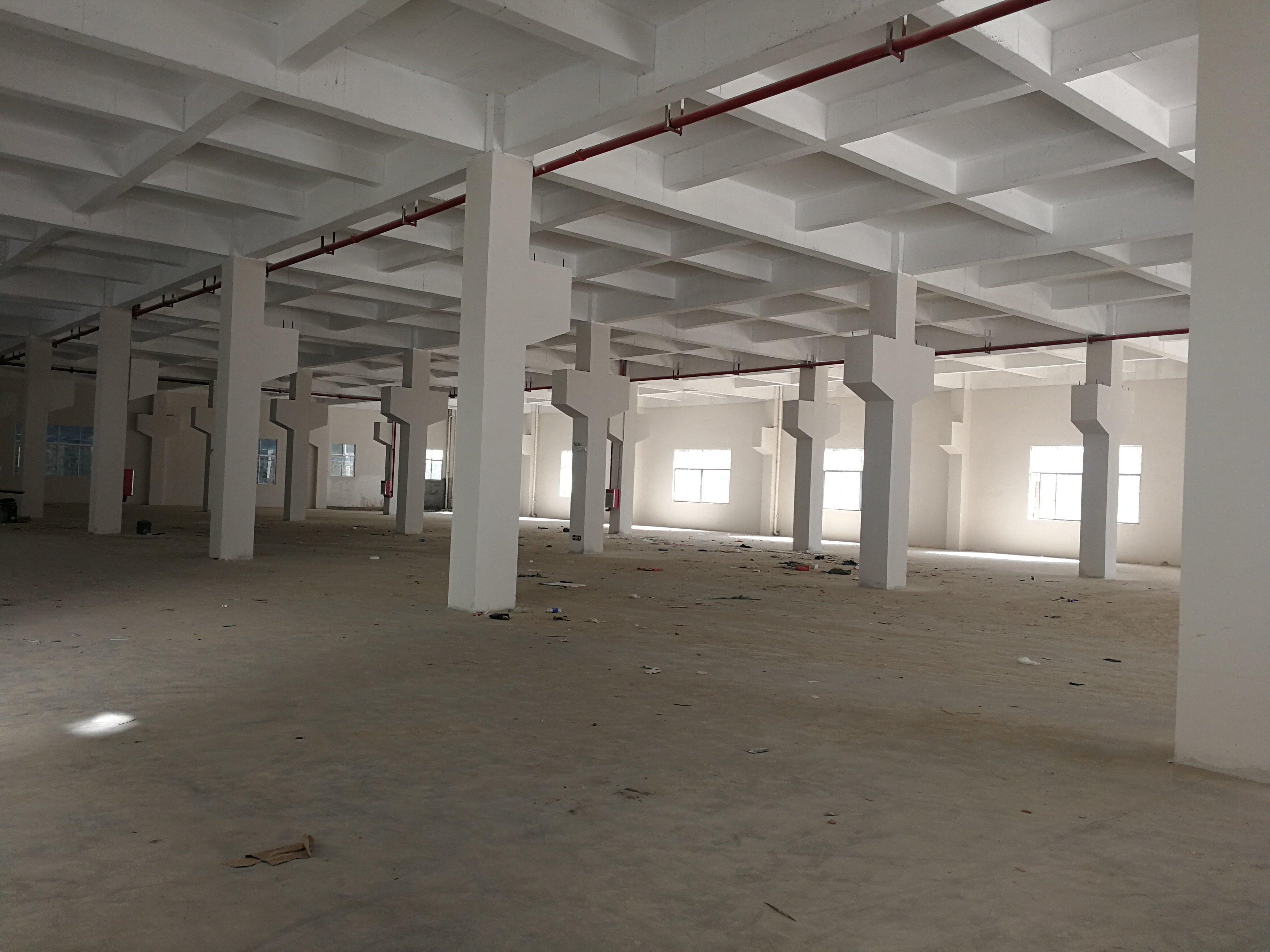 深圳石岩大路边独院4610平国有证标准厂房出售